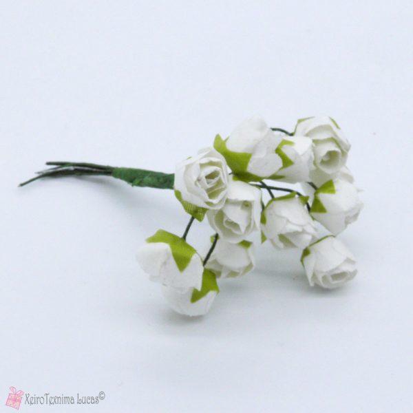 Άσπρα χάρτινα λουλούδια
