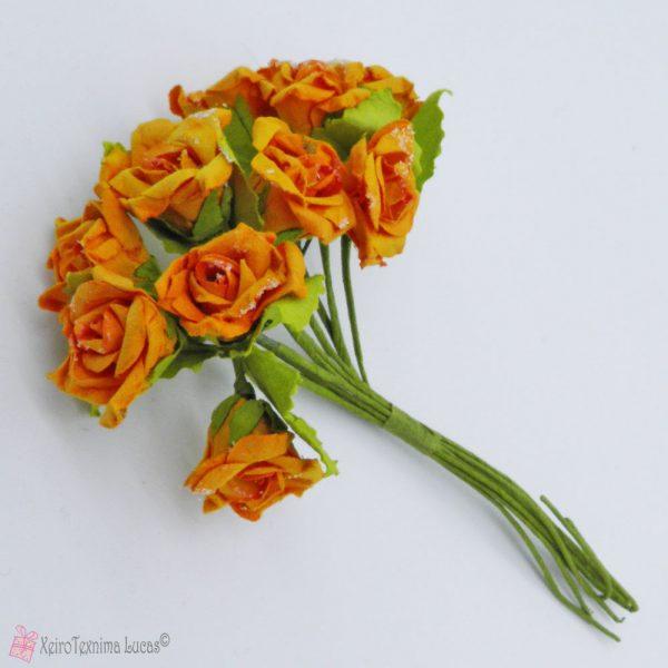 πορτοκαλί χάρτινα λουλούδια