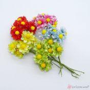 Υφασμάτινα λουλούδια σε διάφορα χρώματα