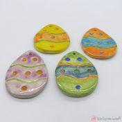 Χειροποίητα κεραμικά αυγά σε διάφορα χρώματα