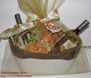Χριστουγεννιάτικο καλάθι με ποτά και ξηρούς καρπούς