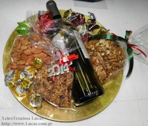Πιατέλα με ξηρούς καρπούς και κρασί