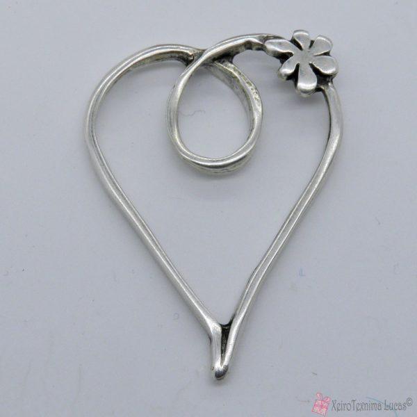 Μεταλλική επάργυρη καρδιά με λουλουδάκι