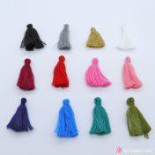 Μικρές βαμβακερές φούντες σε πολλά χρώματα