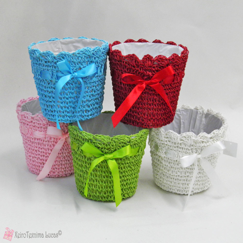 Μικρό ψάθινο κασπό σε διάφορα χρώματα