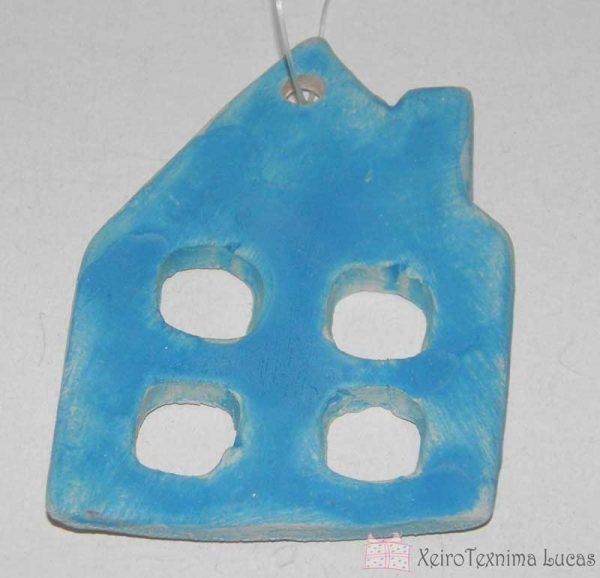 Γαλάζιο κεραμικό σπιτάκι