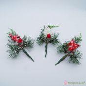 Χριστουγεννιάτικα κλαδιά με ξύλινα στολίδια
