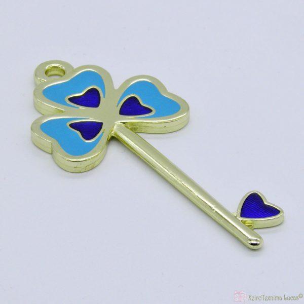 Χρυσό μεταλλικό κλειδί με γαλάζιο και μπλε σμάλτο