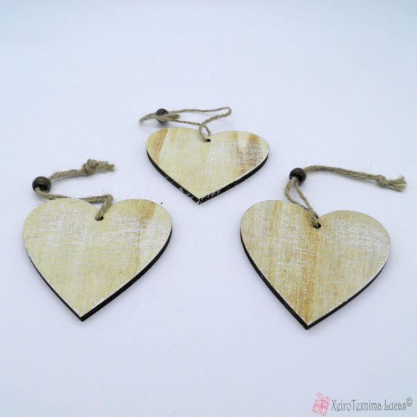 Ξύλινες διακοσμητικές καρδιές με κορδονάκι