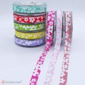 Κορδέλα με λευκά λουλούδια σε πολλά χρώματα