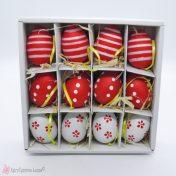 Κόκκινα πασχαλινά αυγά με διάφορα σχέδια