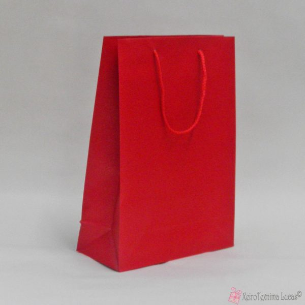 Κόκκινες χάρτινες τσάντες με κορδόνι