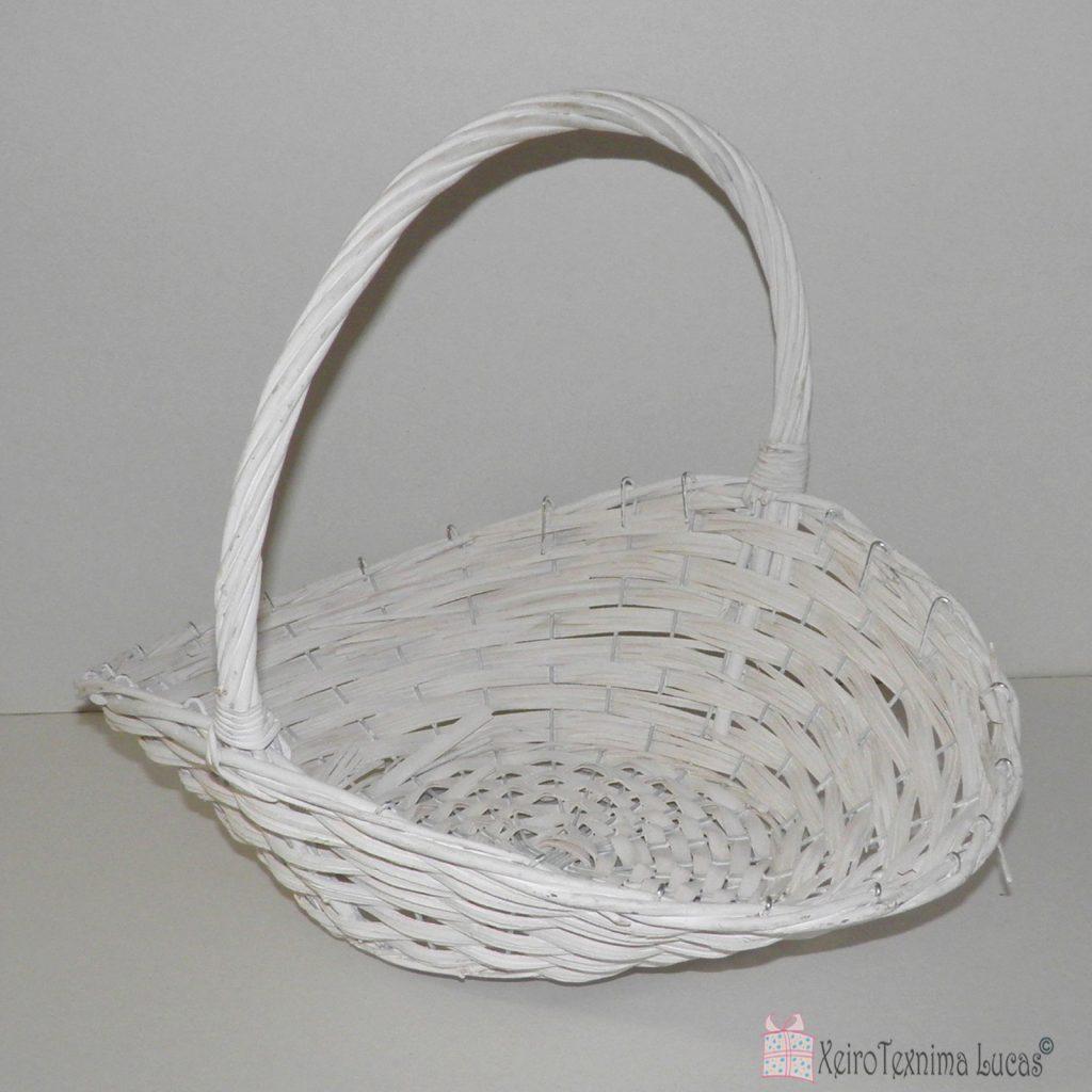 λευκό ψάθινο καλάθι