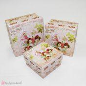 Τετράγωνα κουτιά με λουλούδια